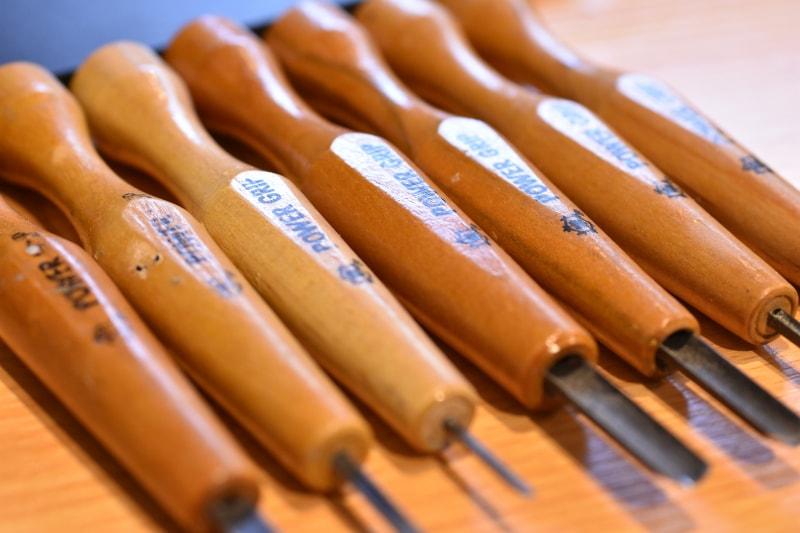 プラモデルの改造で使える!模型用の「タガネ」や「彫刻刀」を紹介する。