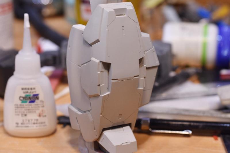 ガンプラを改造しよう!タガネや針を使用した「スジボリ」を入れる方法を徹底解説!