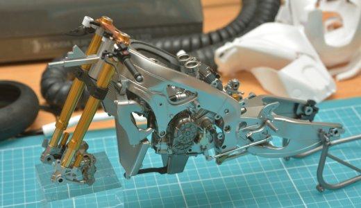 バイクのプラモデルの作り方!内部フレームや細かいパーツを塗装しながら各パーツを仕上げていこう。