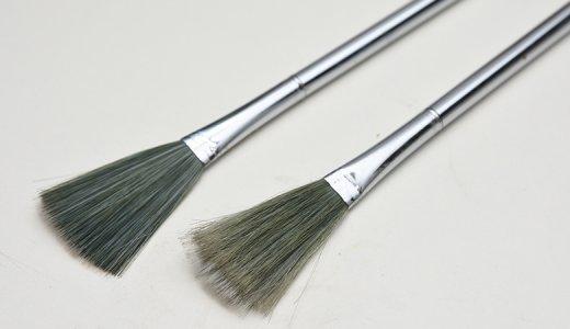 プラモデルに付着するホコリや削り粉を効率的に除去する方法とは?